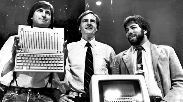 Steve Jobs, Ron Wayne i Steve Woźniak.