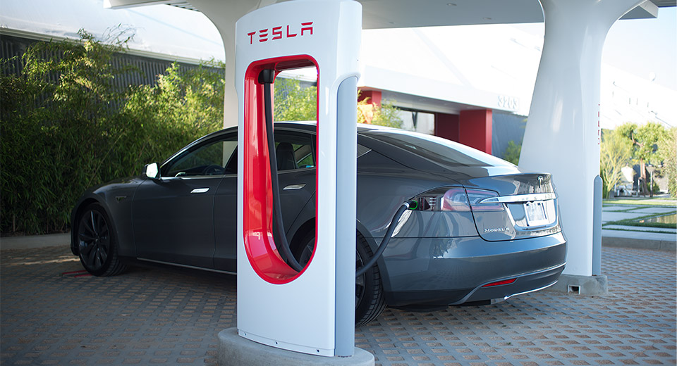 tesla-supercharger-stop